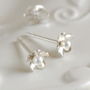 Tiny Flower Pearl Stud Earrings