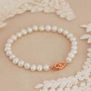 Classic White Pearl Bracelet with Vintage Style Rose Gold Clasp